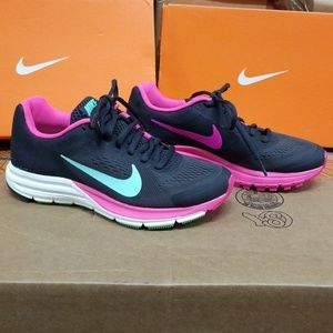 Nike women's zoom structure running shoe sneakers